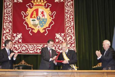 Albor recibe la Gran Cruz de la Orden de Isabel la Católica