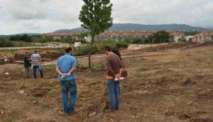 Visita a los terrenos que albergar�n la nueva escuela infantil de Bertamir�ns.  - FOTO: C.D.A.