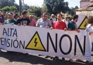 Grupo de veci�os de Coira durante a protesta do pasado venres - FOTO: M.T.