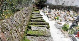 Vista de las laudas gremiales del cementerio de Santa Mar�a - FOTO: P.S