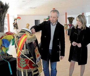 Juan Constenla y Amalia Goldar, ayer en la muestra de trajesFOTO: