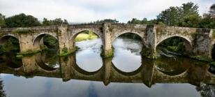 Impresionante intant�nea del emblem�tico puente de Pontevea, para el que se pide la declaraci�n de BIC. - FOTO: Gallego