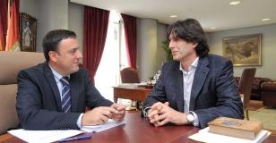 O presidente da Deputaci�n da Coru�a, Valent�n Gonz�lez Formoso e o alcalde de Vedra, Carlos Mart�nez  - FOTO: Deputaci�n da Coru�a