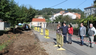 Visita aos traballos na praza de Ponte Carreira - FOTO: N�s Comunicaci�n