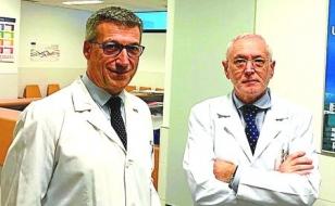 El gerente del CHUS, Luis Verde, izquierda, y el jefe de Hematolog�a, Jos� Luis BelloFOTO: