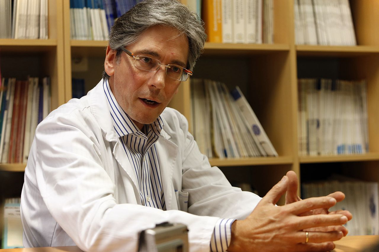 Enrique Dom�nguez jefe de Digestivo del CHUS - FOTO: ECG