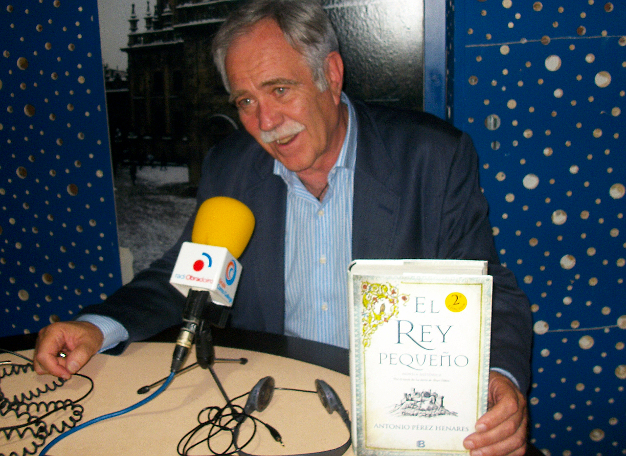 Antonio P�rez Henares, en Radio Obradoiro - FOTO: Radio Obradoiro
