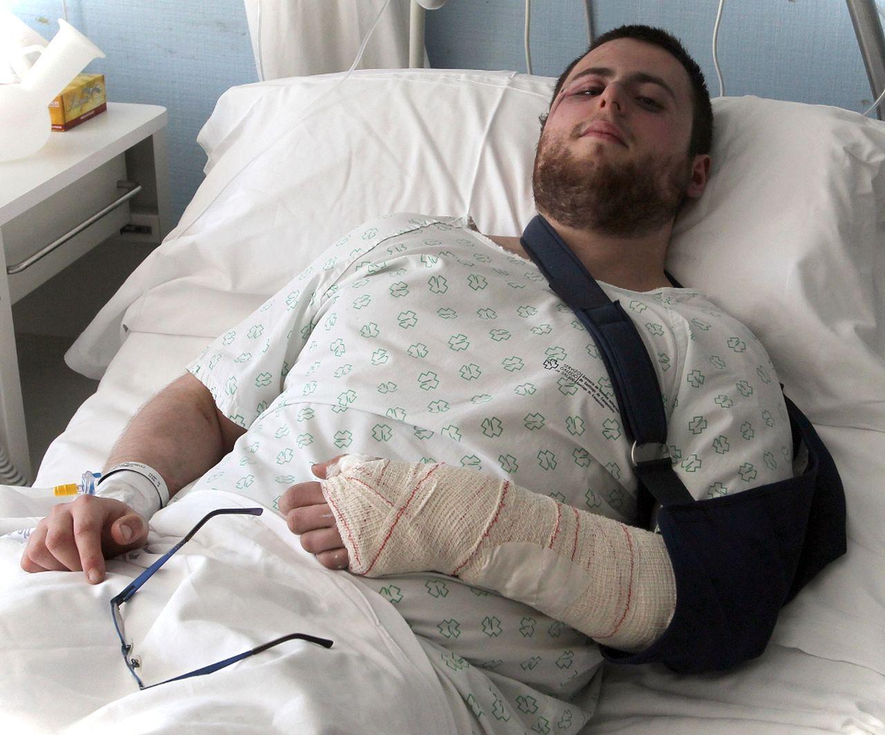 Jos� Luis est� ingresado en el Provincial con una mu�eca rota y contusiones - FOTO: R. ESCUREDO