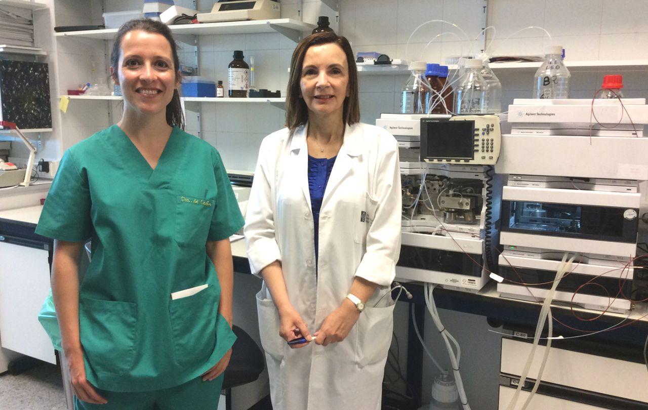 Las doctoras Mar�a Jos� de Castro, izquierda, y Mar�a Luz Couce lideran el grupo de investigaci�n del CHUS