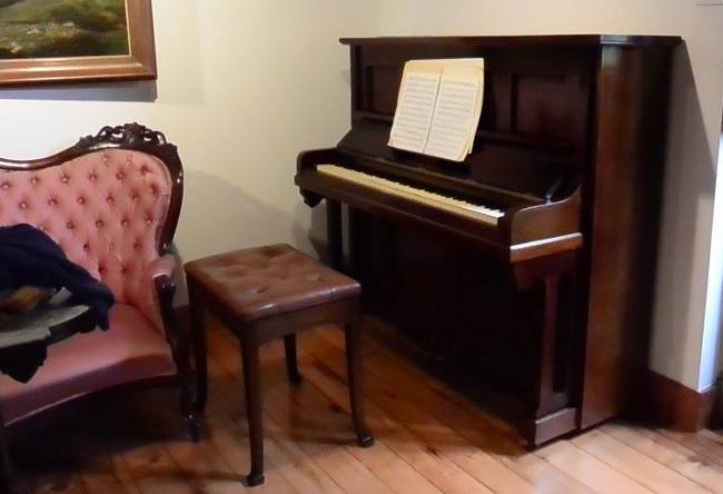 O piano da familia de Rosal�a � un dos novos obxectos persoais incorporados � Casa-Museo - FOTO: Fundaci�n Rosal�a de Castro