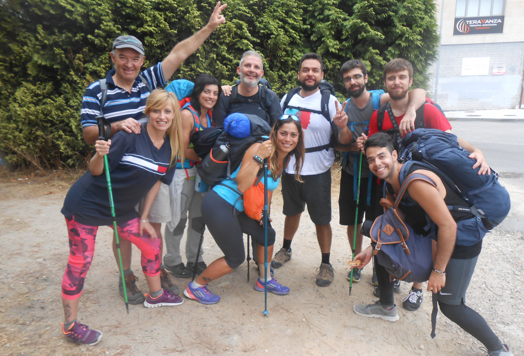 Cristina, Miguel �ngel, Miriam, Manuel, Yolanda, Pau, Sergio, Ra�l y Sergio se conocieron recorriendo el Camino - FOTO: ECG