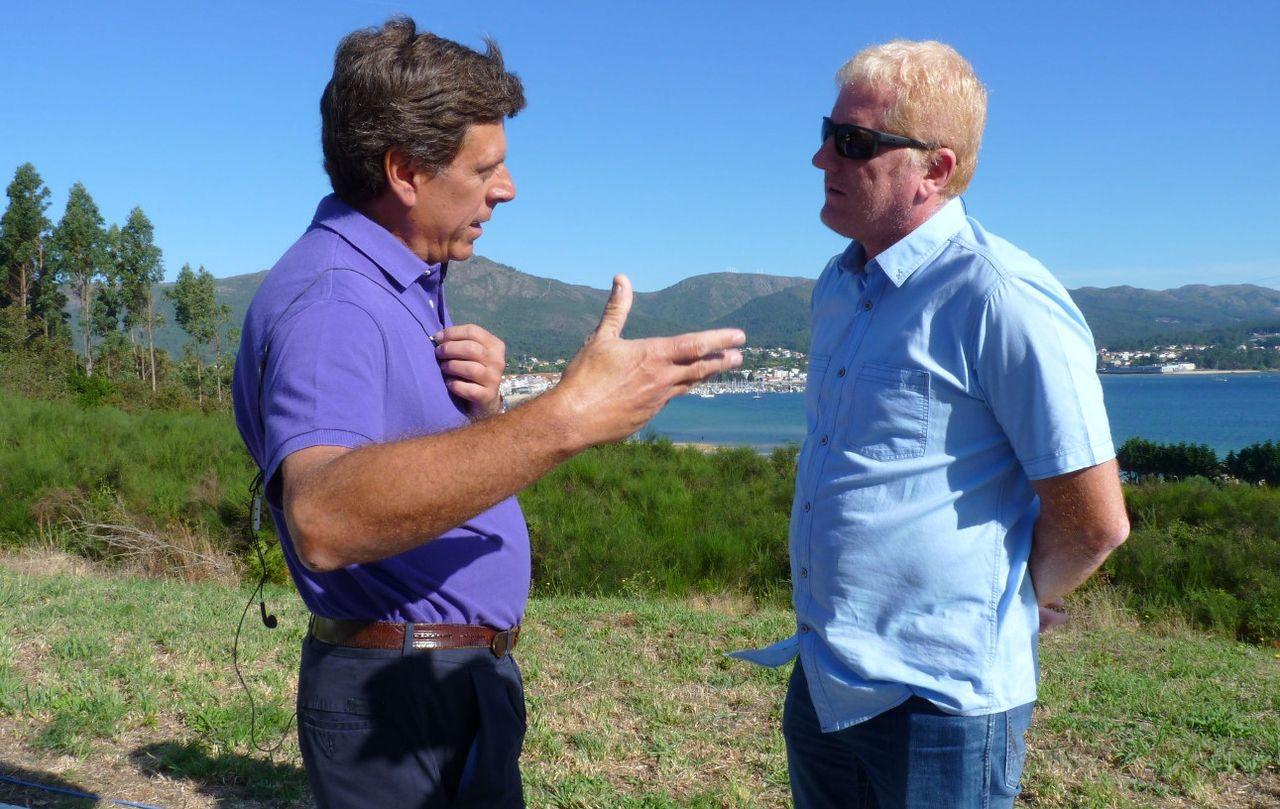 El padre de Diana, Juan Carlos Quer, izquierda, ayer reproch�ndole al alcalde su protagonismo medi�tico. - FOTO: Suso Souto