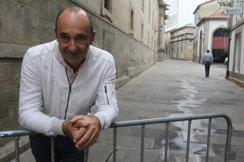 Manuel Manqui�a polas r�as de Santiago - FOTO: ECG
