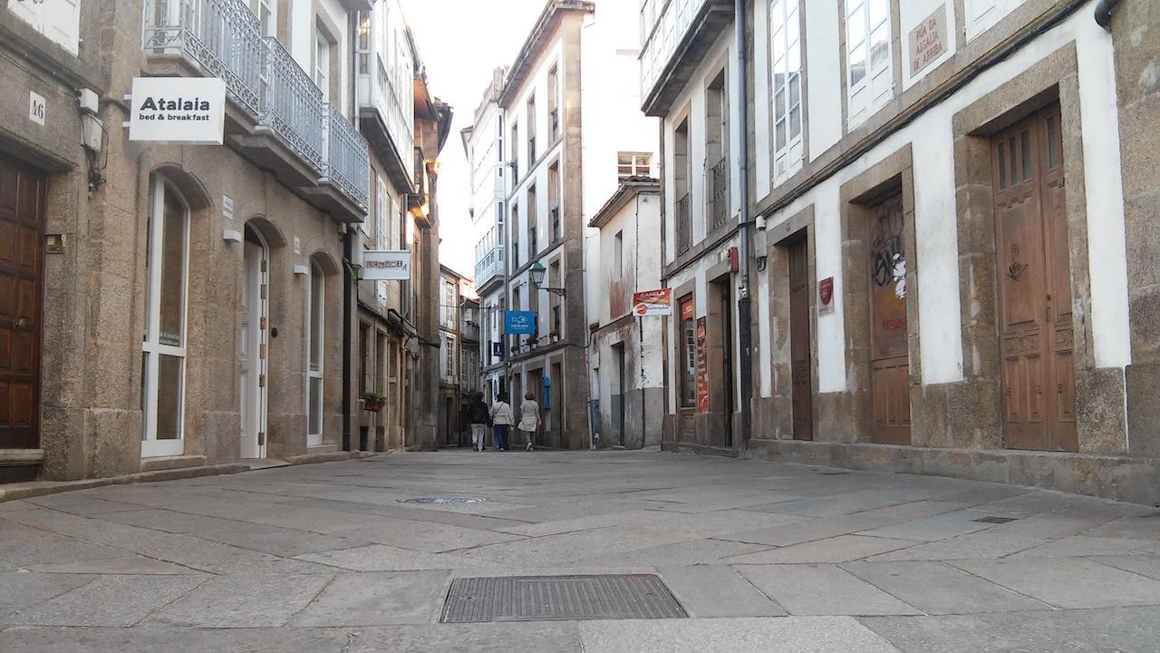 Nuevos negocios de hosteler�a y comercios empiezan a dar vida a la Algalia de Arriba, una hist�rica r�a que lleva a�os en decadencia - FOTO: L.E.