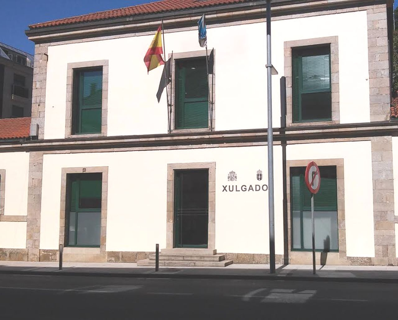 Edificio en el que se asienta la sede judicial de Arz�a.  - FOTO: C. G.