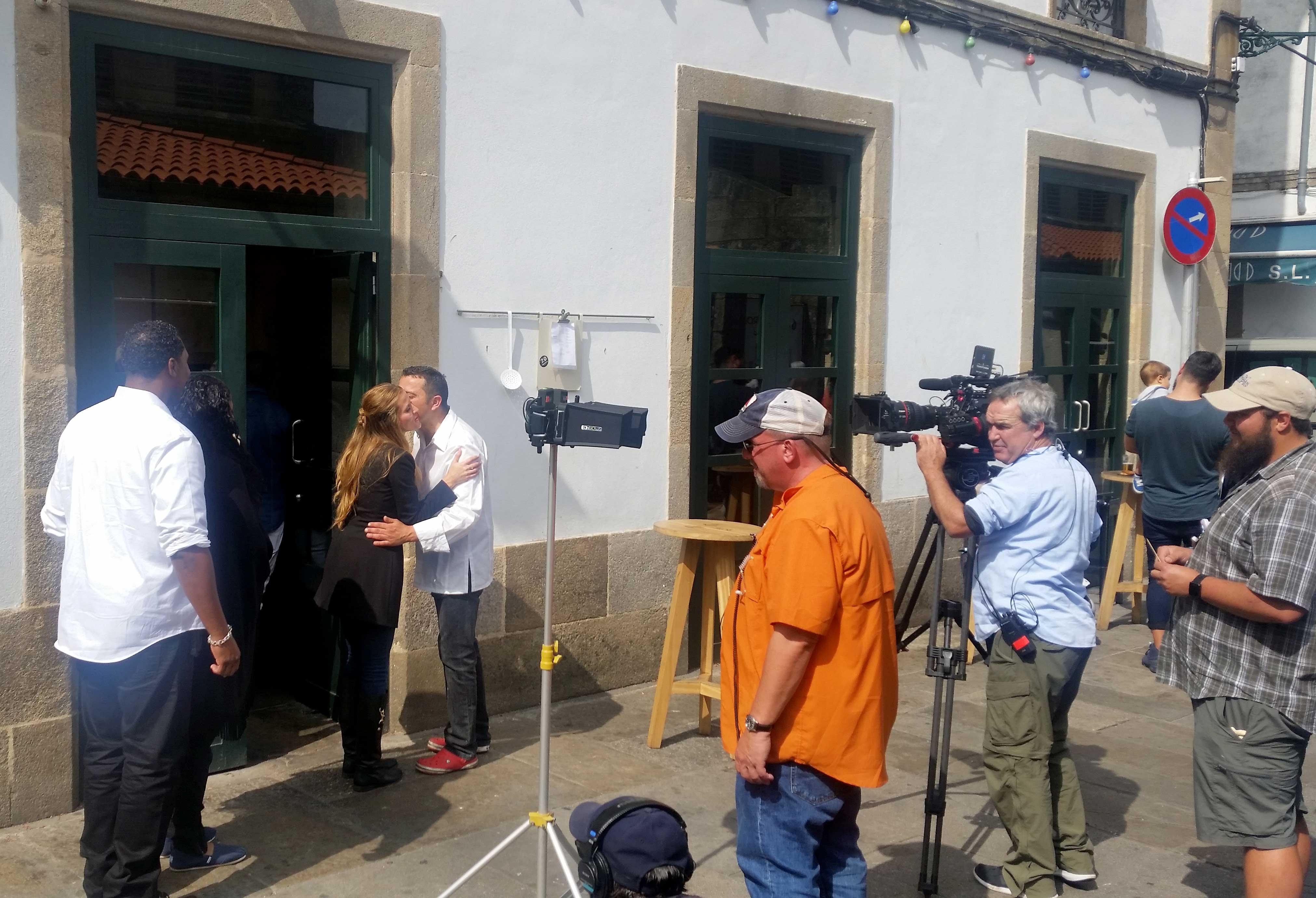 Secuencia de rodaje con el presentador y el cocinero Marcos Cerqueiro - FOTO: ESTEBAN DE LA IGLESIA