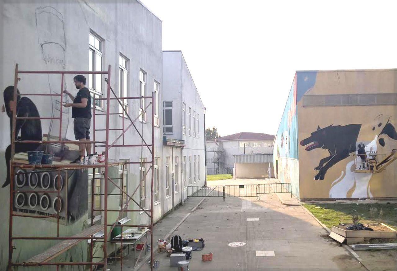 Algunos de los graffiteros participantes en anteriores ediciones de DesOrdes en plena labor.  - FOTO: C.D.O.