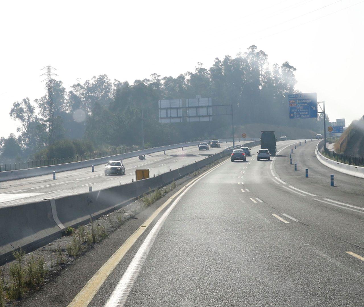 Obras de ampliaci�n de la autopista en Santiago.  - FOTO: Fernando Blanco