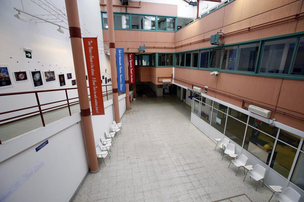 Los usuarios de Matadoiro Compostela proponen suprimir la rampa del margen izquierdo para habilitar un pasadizo interior hasta Belv�s - FOTO: Fernando Blanco
