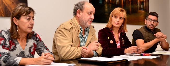 Marta Capeáns, segunda pola dereita, durante a presentación do curso - FOTO: COTSG
